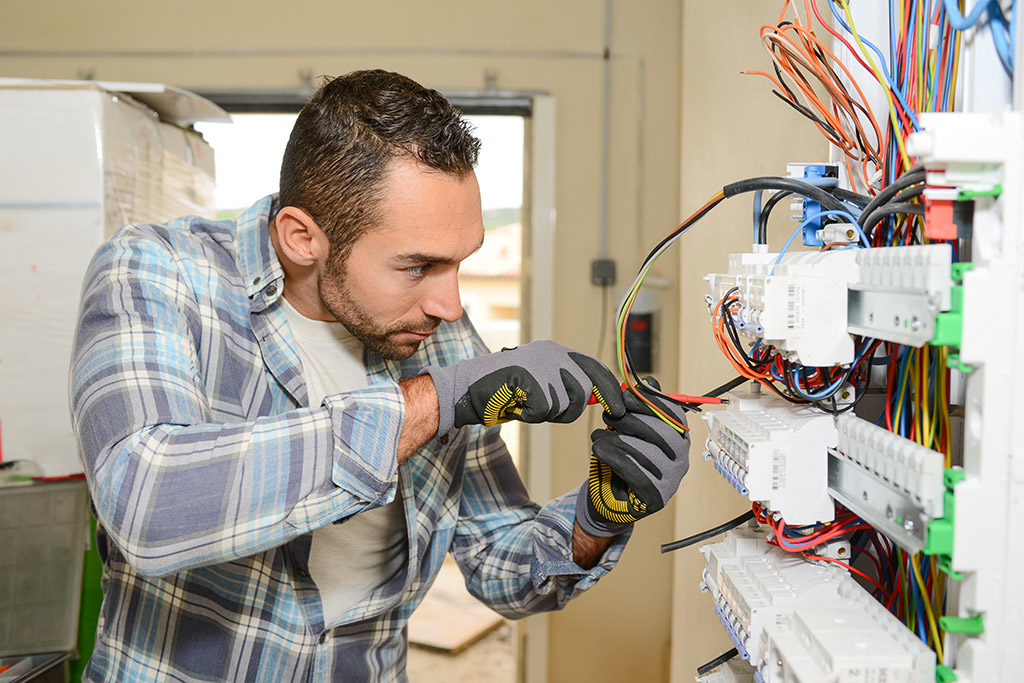electrician in Pigeon Forge, TN
